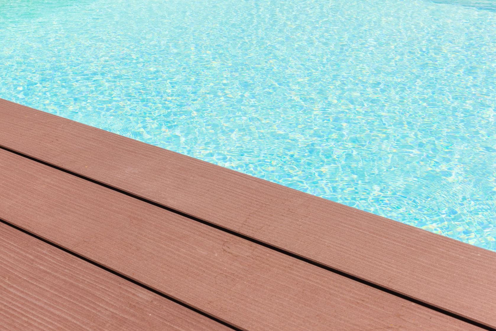gfk schwimmbecken farbe gl nzend in ral farben bekateq. Black Bedroom Furniture Sets. Home Design Ideas